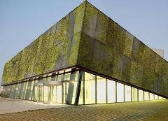 Fachada de un edificio construido con hormigón biológico